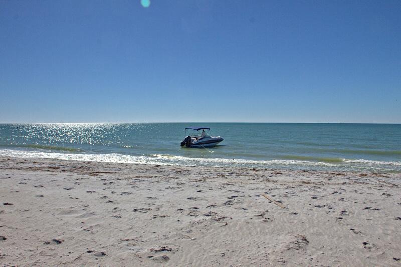 Anlegen mit Boot am Strand von Cabbage Key