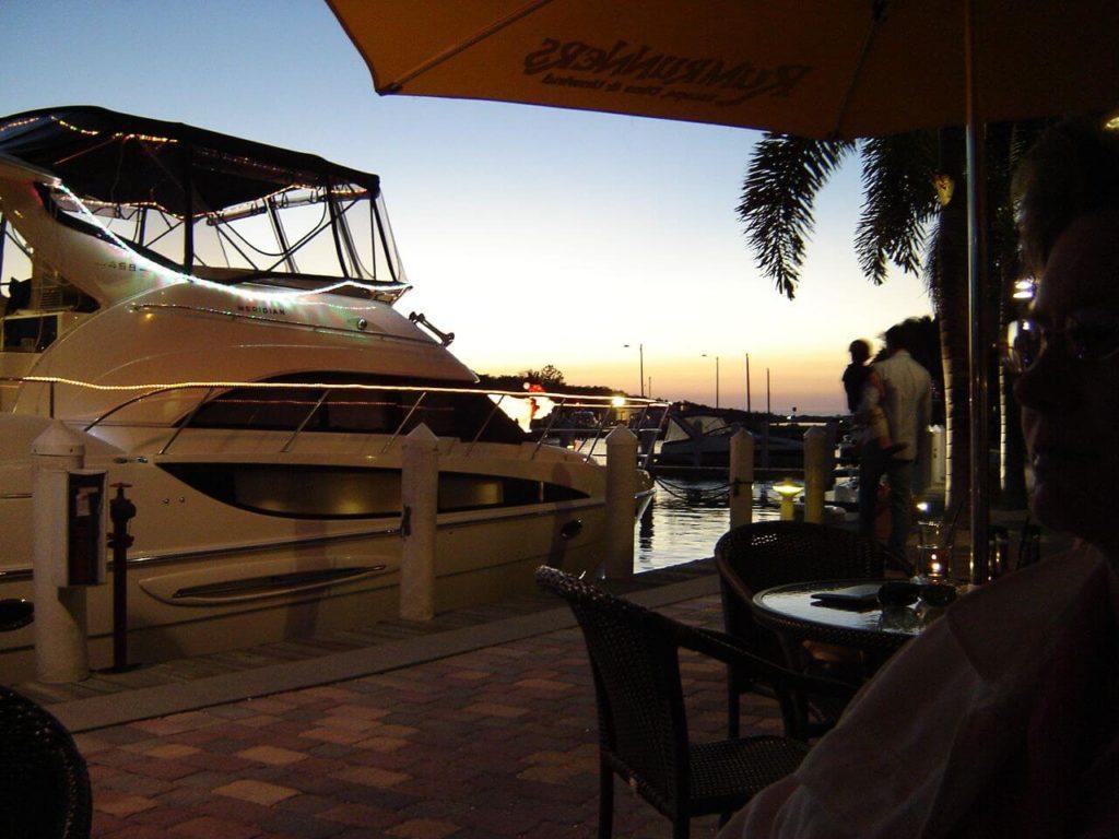 Restaurat mit Blick auf Hafen Cape Coral